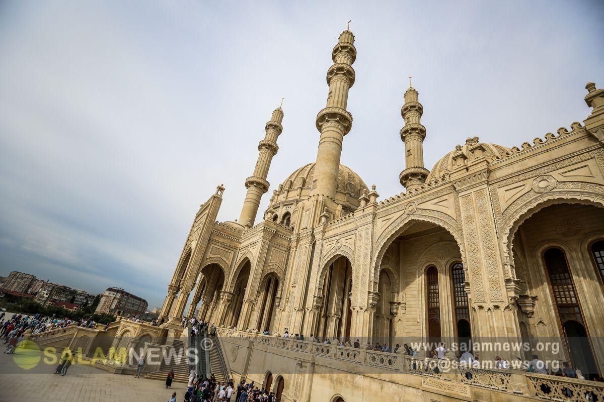 В мечети Гейдара совершен праздничный намаз
