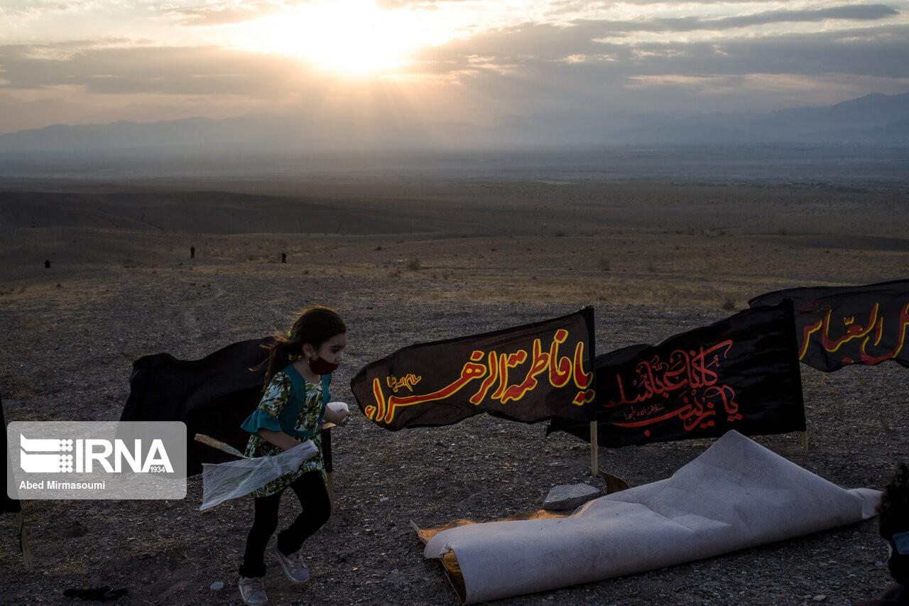 Траурная церемония Тасуа в пустыне Хурян в иранском Семнане
