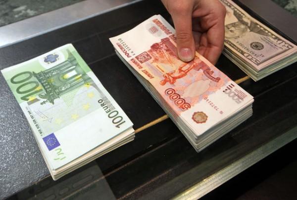 Курс доллара наМосковской бирже вырос выше 65 руб.
