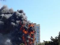 Bakıda yaşayış binası yanır (FOTO, VİDEO)