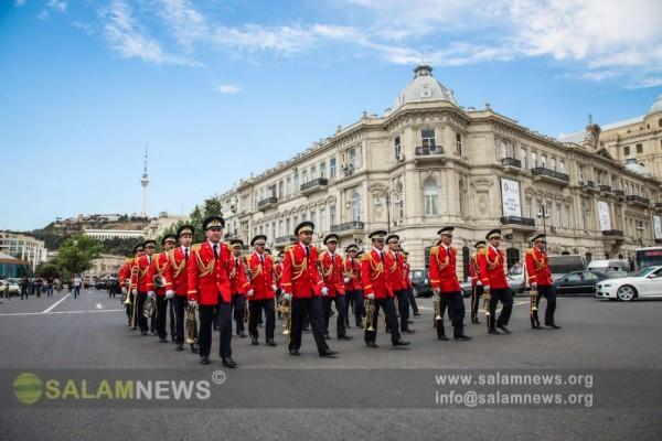 В Баку завершился военный марш по случаю Дня Республики