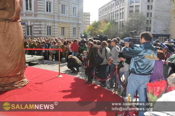 В центре Москвы открыт памятник великому Муслиму Магомаеву