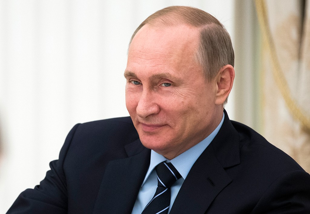 Владимир Путин поздравил русских женщин с8марта