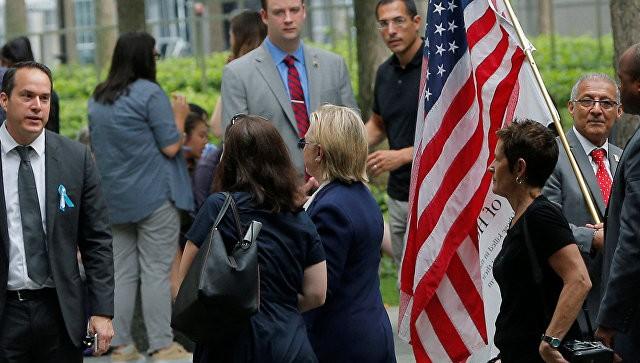 Стало известно о состоянии здоровья Клинтон после траурной церемонии