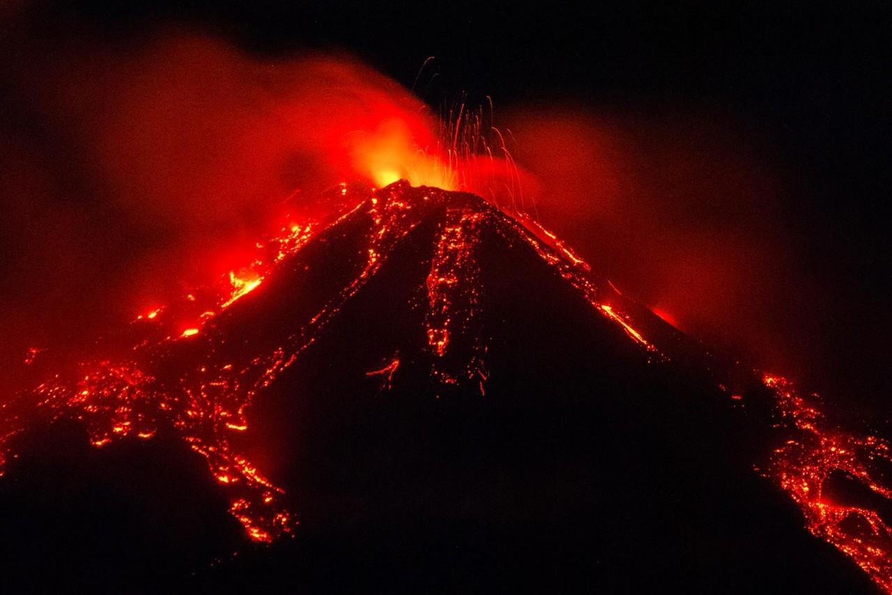 С огоньком: самые заметные извержения вулканов за последний год