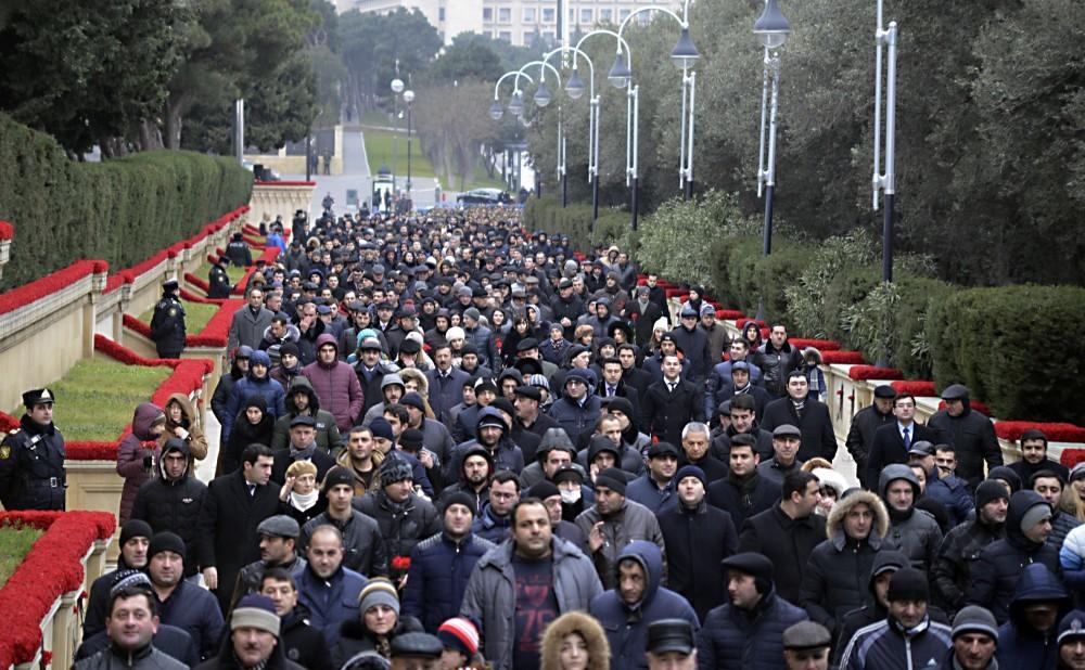 Azərbaycan xalqı 20 Yanvar şəhidlərinin xatirəsini yad edir