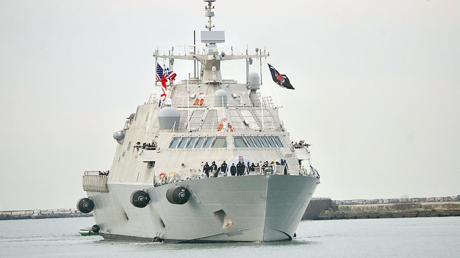Самый новый корабль ВМС США при первом походе застрял вольдах