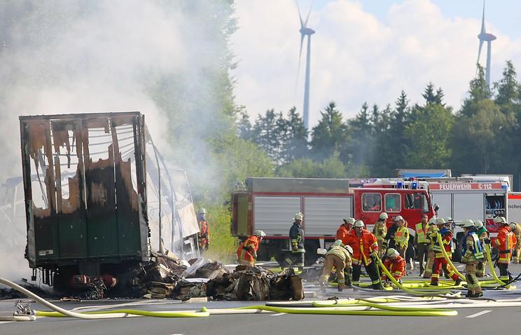 ВГермании сгорел автобус, опознаны останки 11 человек
