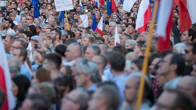Польские сенаторы одобрили законодательный проект ореформе Верховного суда