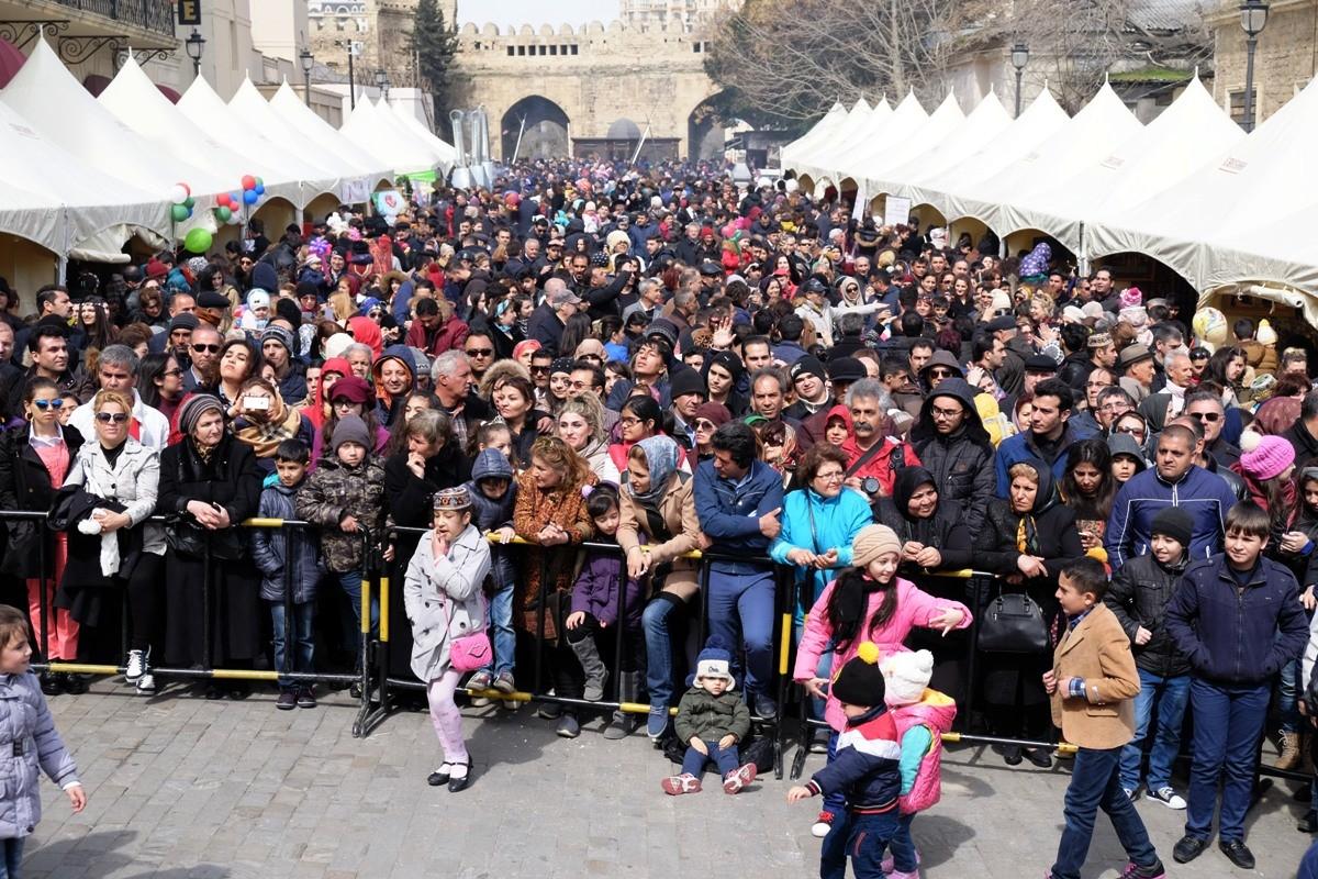 В Баку продолжаются празднования Новруз