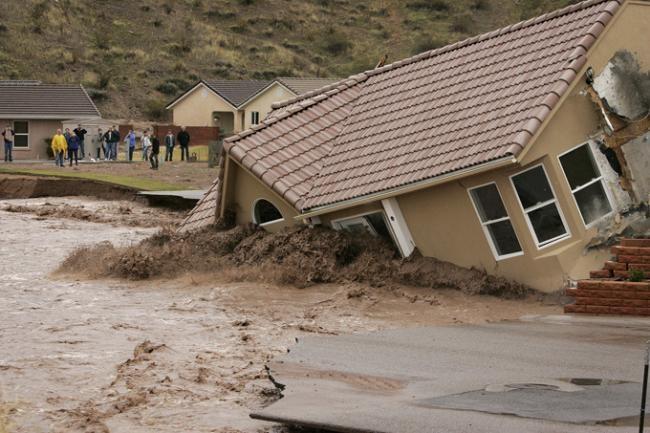 Число погибших наводнения вЛуизиане достигло 10