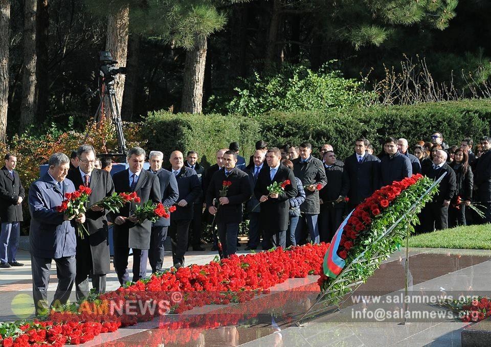 Azərbaycan xalqı ulu öndər Heydər Əliyevin xatirəsini ehtiramla yad edir
