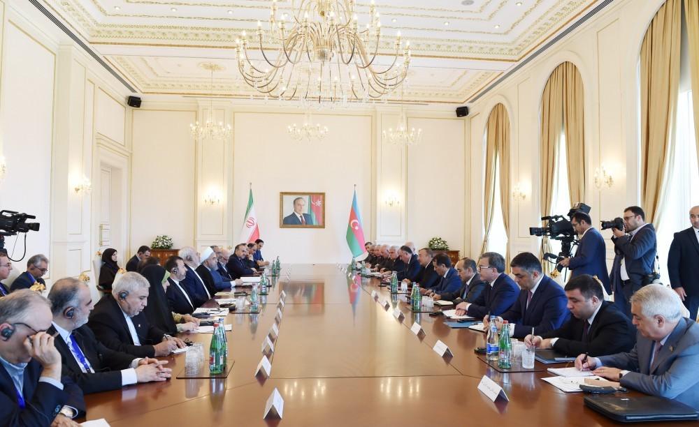 Прошла встреча тет-а-тет президентов Азербайджана иИрана