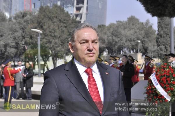 Посол Турции возложил венок к монументу турецким воинам в Баку