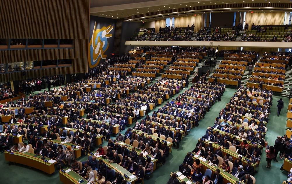 Селфи наГенассамблее ООН: дочь президента Азербайджана фотографировалась вовремя речи отца