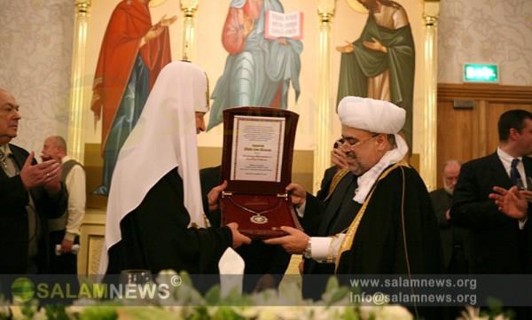 Аллахшукюр Пашазаде вручил Патриарху Кириллу Орден Шейх-уль-Ислама по случаю его 65-летнего юбилея