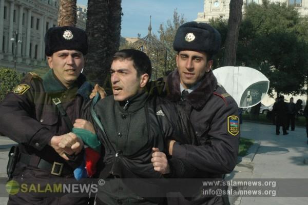 İP gəncləri Bakı meriyasının qarşısında etiraz aksiyası keçiriblər