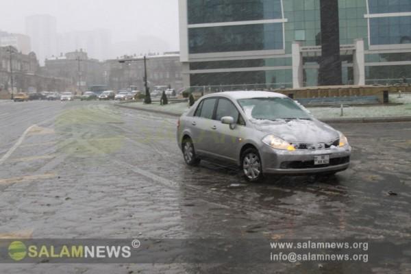 Ранним утром в Баку выпал первый снег