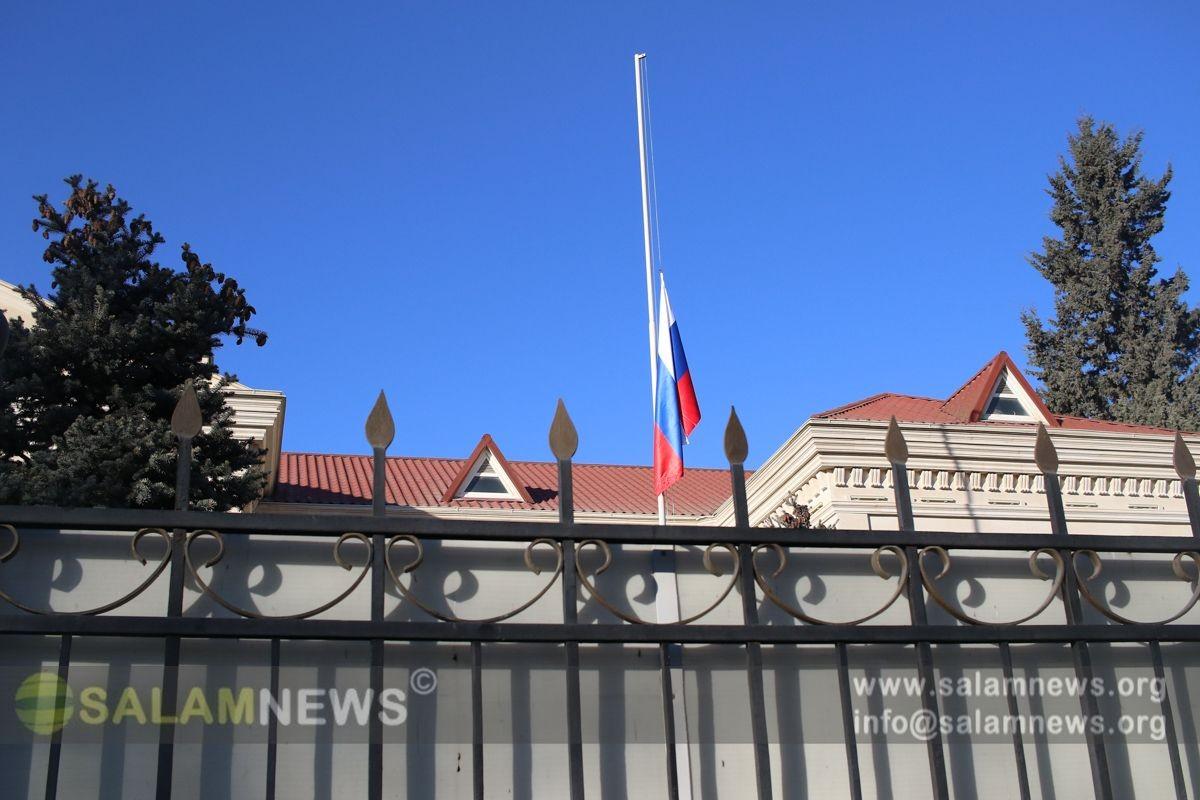 Rusiyanın Azərbaycandakı səfirliyində dövlət bayrağı endirilib
