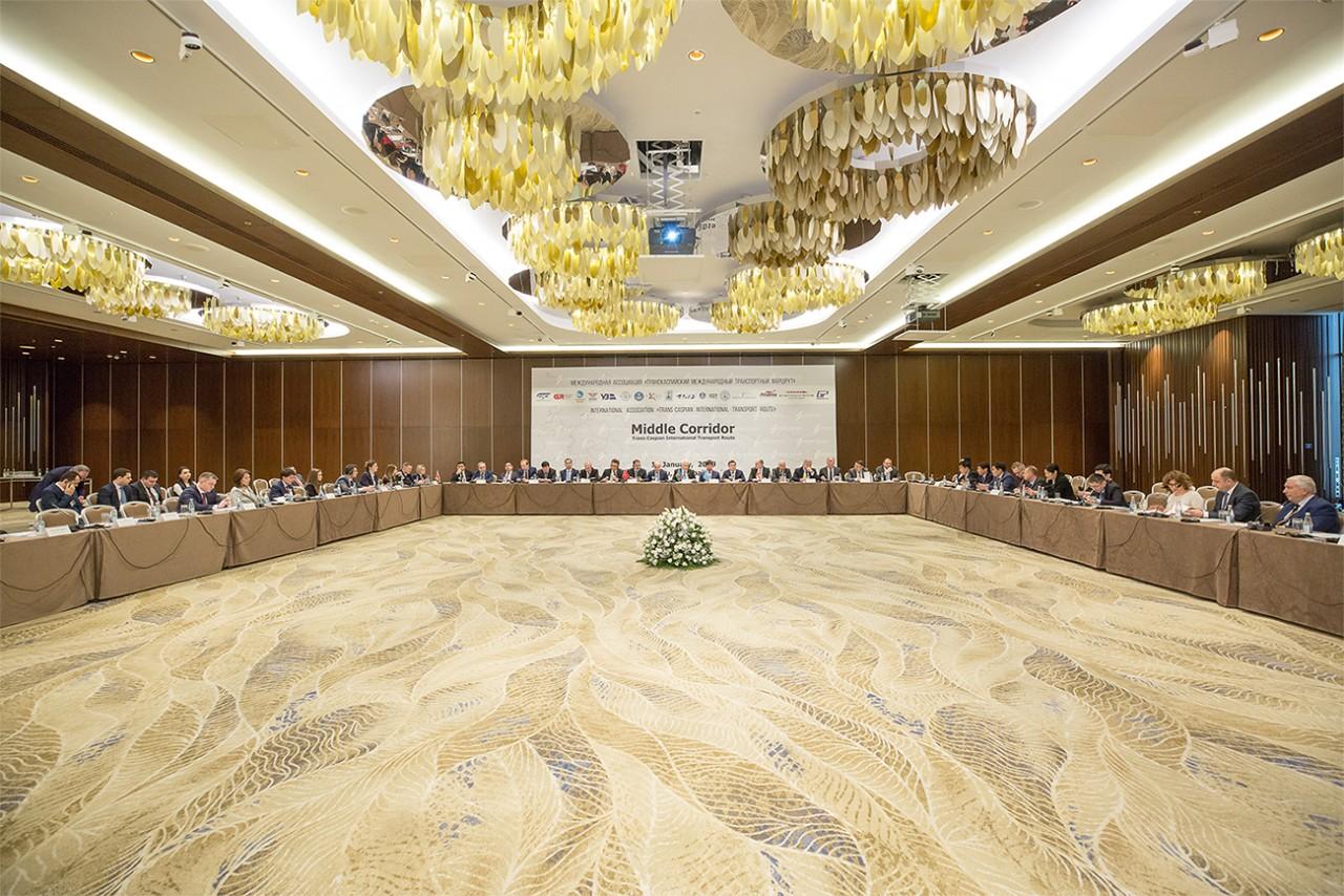 В Баку обсуждены вопросы, связанные с Транскаспийским международным транспортным маршрутом