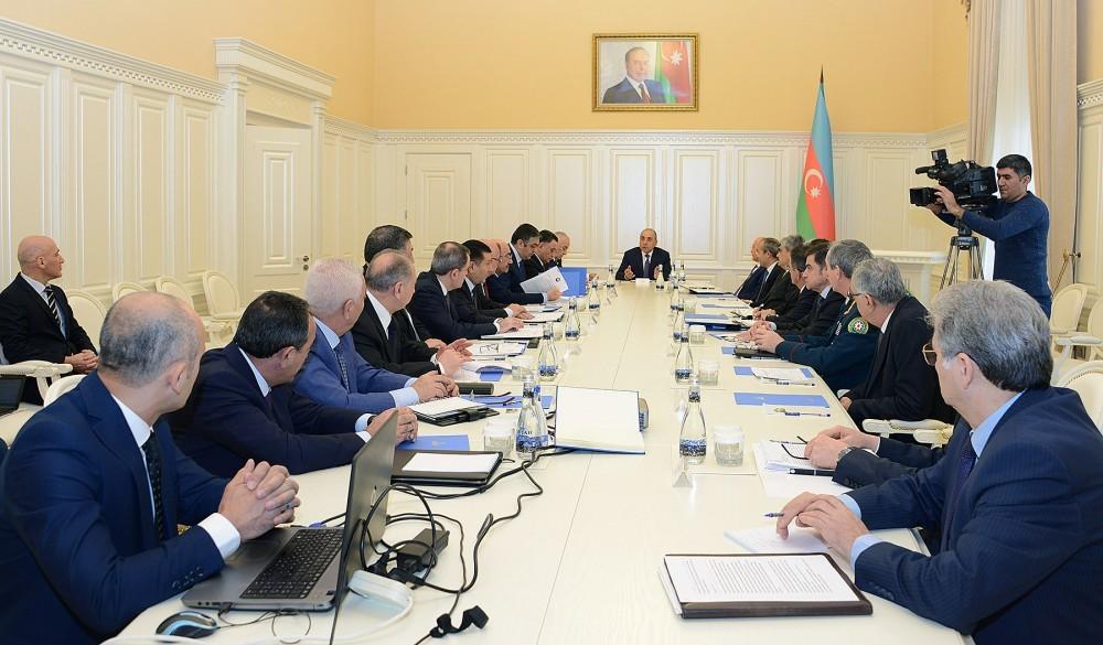 Президент Ильхам Алиев посетил могилу Гейдара Алиева