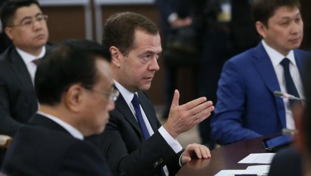 Медведев считает необходимым совместить дорожную карту РФ иКитая
