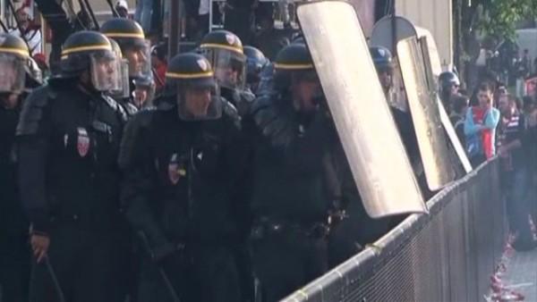 Встолице франции произошли столкновения между полицией идемонстрантами