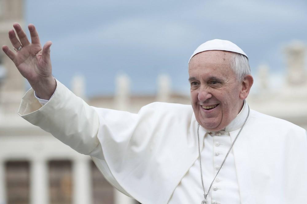 Месса Папы Римского наполупустом стадионе вТбилиси