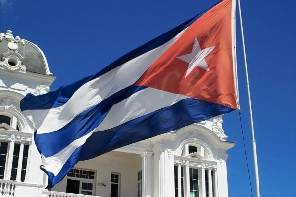 Жителям Америки разрешили привозить домой кубинский ром исигары