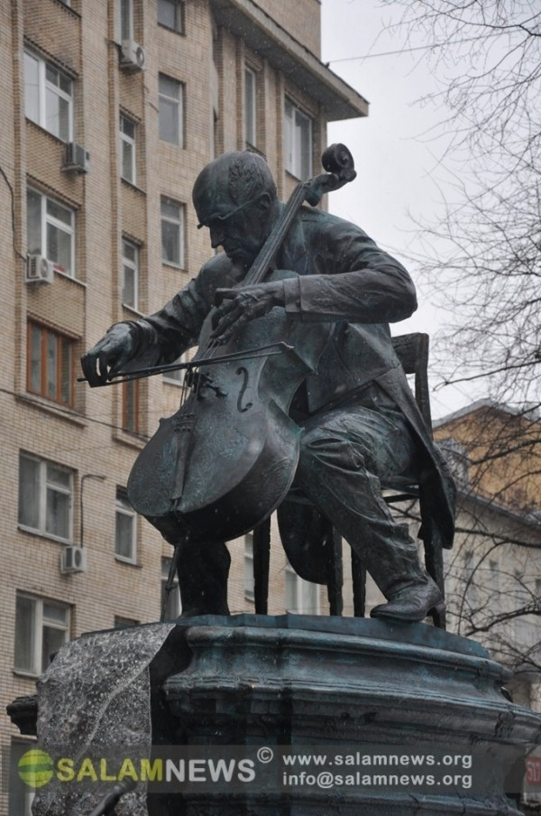Moskvanın mərkəzində Mstislav Rastropoviçə abidə ucaldılıb