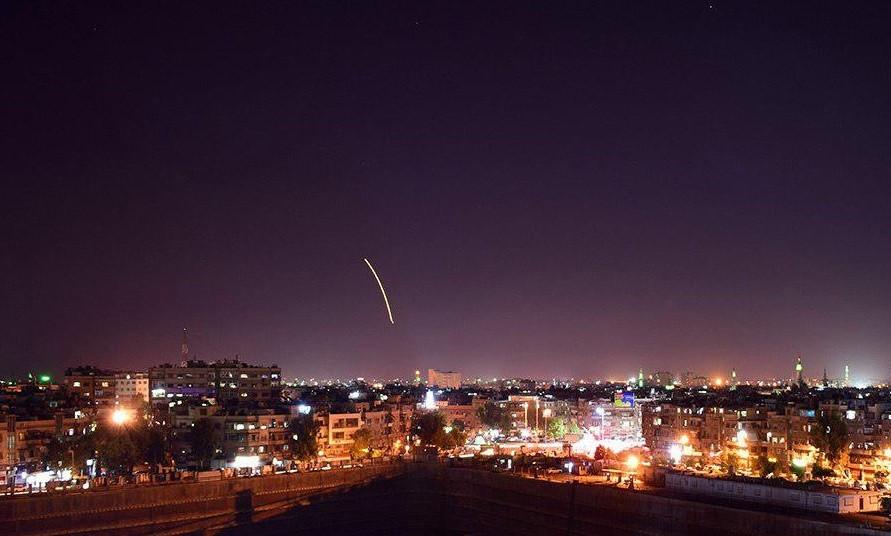 Поокрестностям аэропорта Дамаска нанесли ракетный удар