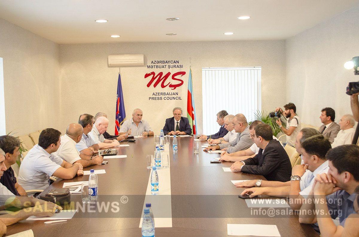 Mediada Azərbaycan dilinin qorunması muzakirə edilib