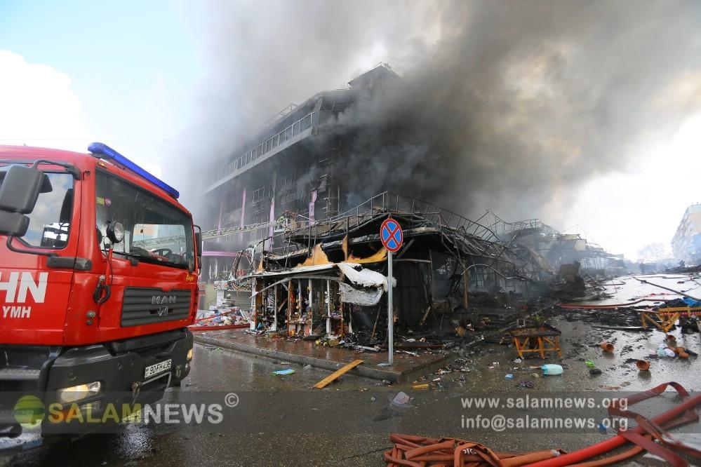 В тушении пожара в Баку участвуют три вертолета МЧС