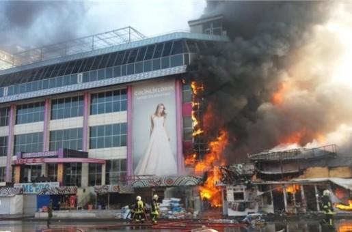 В Баку горит Торговый центр(ФОТО,ОБНОВЛЯЕТСЯ)