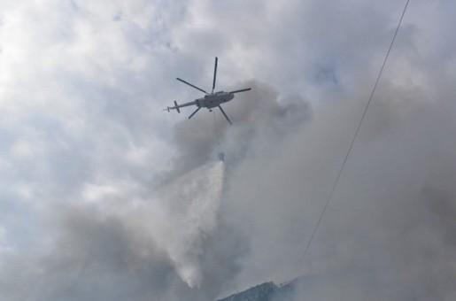 Bakıda ticarət mərkəzində yanğının söndürülməsinə 3 helikopter cəlb olunub