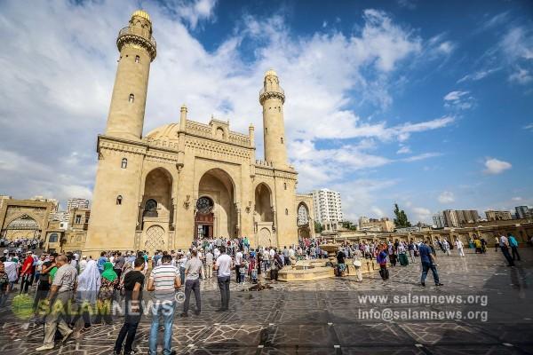 Bakı məscidlərində Ramazan bayramı namazı qılınıb