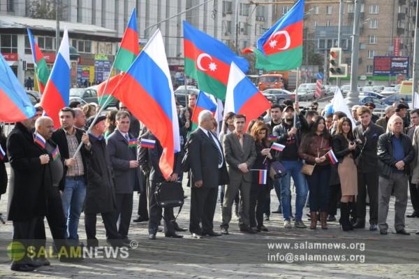 Азербайджанцы проводят в Москве митинг в поддержку Путина