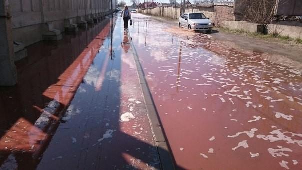 ПослеЧП назаводе вЛипецкой области улицы залило тоннами сока