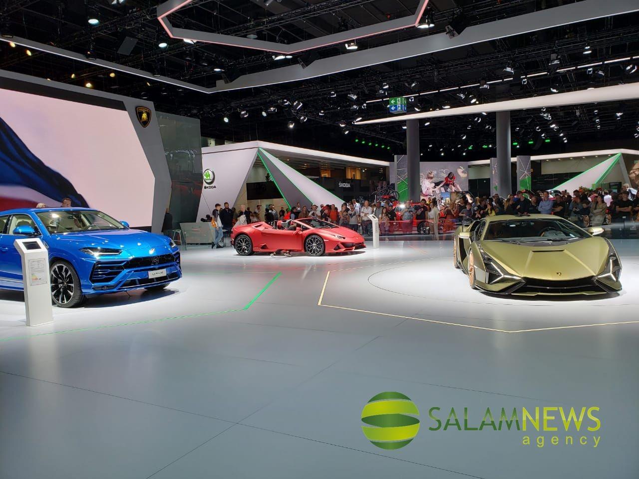 На открытии Франкфуртского автосалона Меркель выступила за более экологичные автомобили