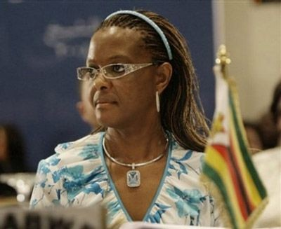 Первая леди Зимбабве запросила дипиммунитет вделе обизбиении модели изЮАР