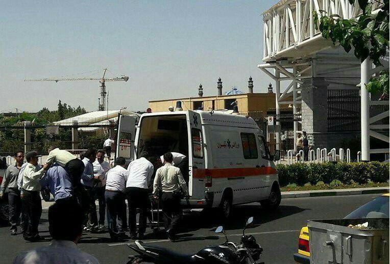 ВИране трое неизвестных соружием напали напарламент, есть раненые