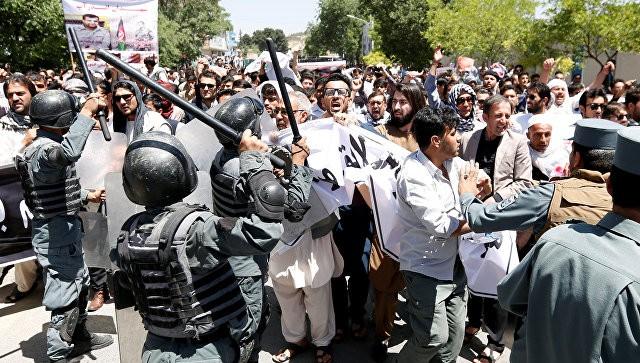 Число погибших серии взрывов накладбище вКабуле выросло до 18