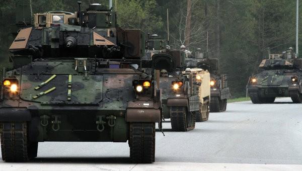 Десять танков армии США повредили при транспортировке пожелезной дороге вПольше