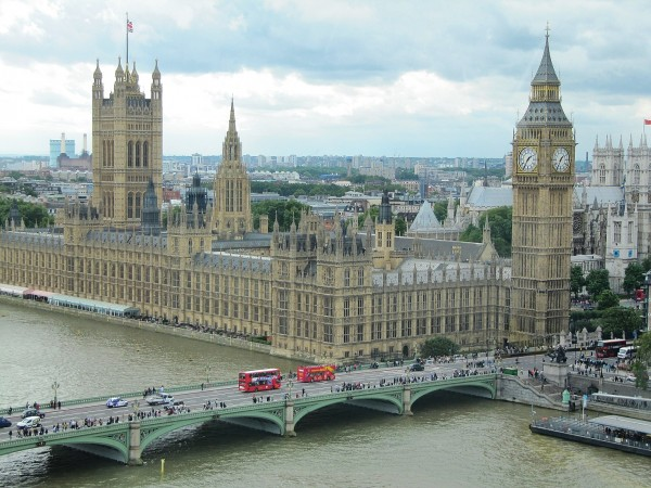 Хулиганы: посольствоРФ встолице Англии пожаловалось на«сирийскую» акцию протеста
