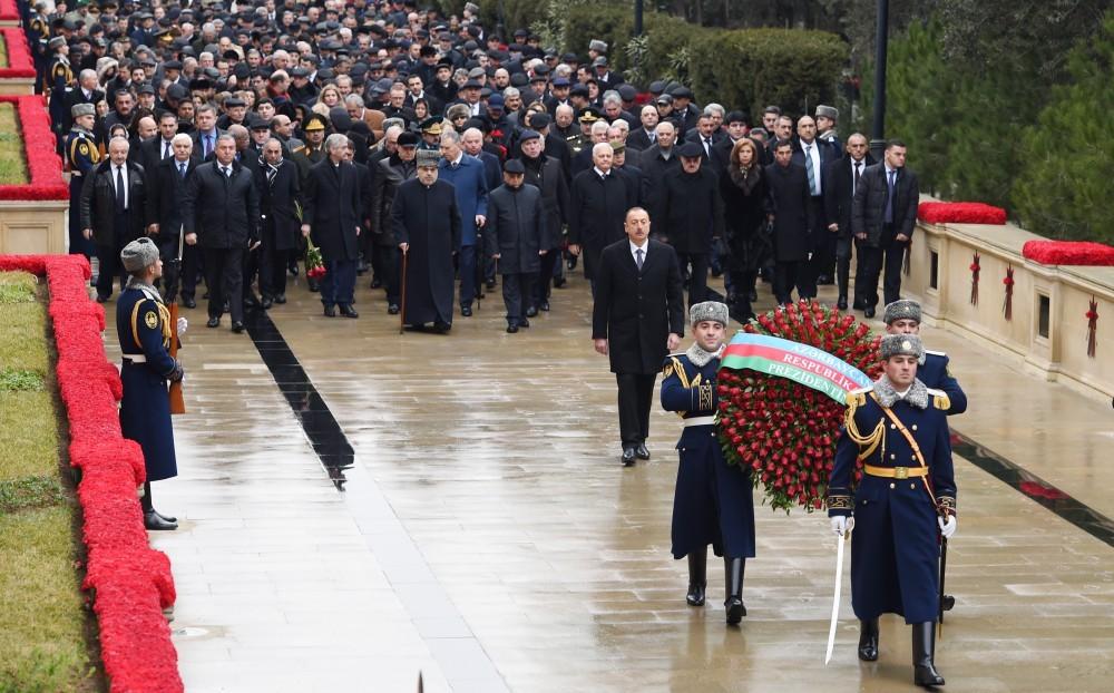 Azərbaycan Prezidenti İlham Əliyev Şəhidlər xiyabanını ziyarət edib