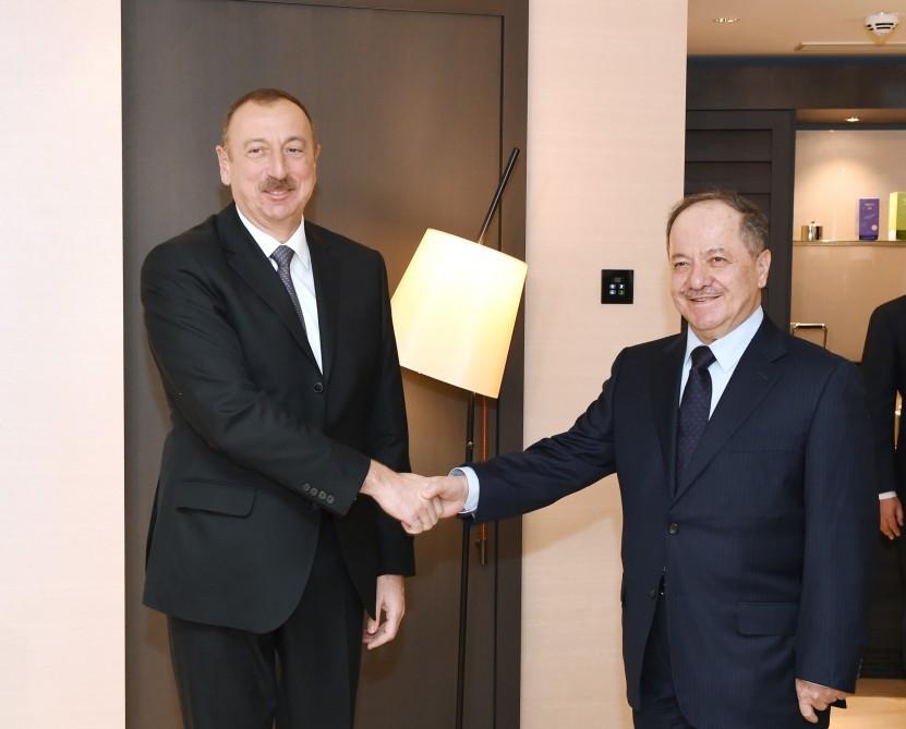 Порошенко вДавосе проводит переговоры спрезидентом Азербайджана