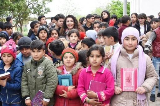 """Ümumdünya Kitab Günündə """"Nar"""" kənd məktəbinə dəstək verib (FOTO)"""