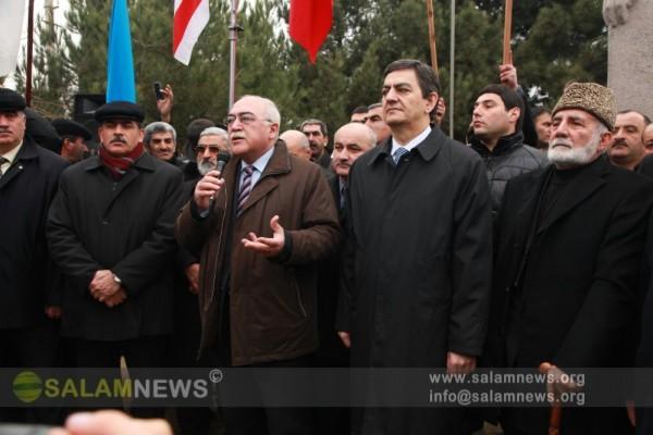 Члены Общественной палаты посетили памятник Мамеду Эмину Расулзаде