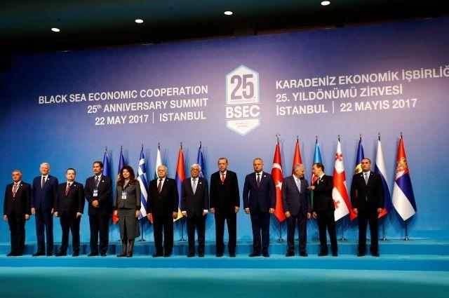 РФготова развивать экономические отношения с Украинским государством — Медведев