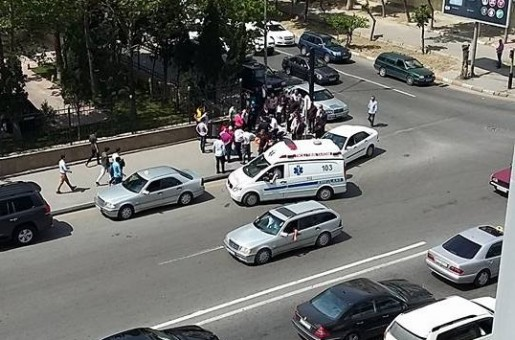 Bakıda avtomobil piyadanı vurub (FOTO, VİDEO)